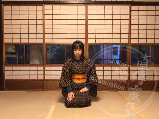 Photo of Japanese lady in kimono doing enkaku distant reiki